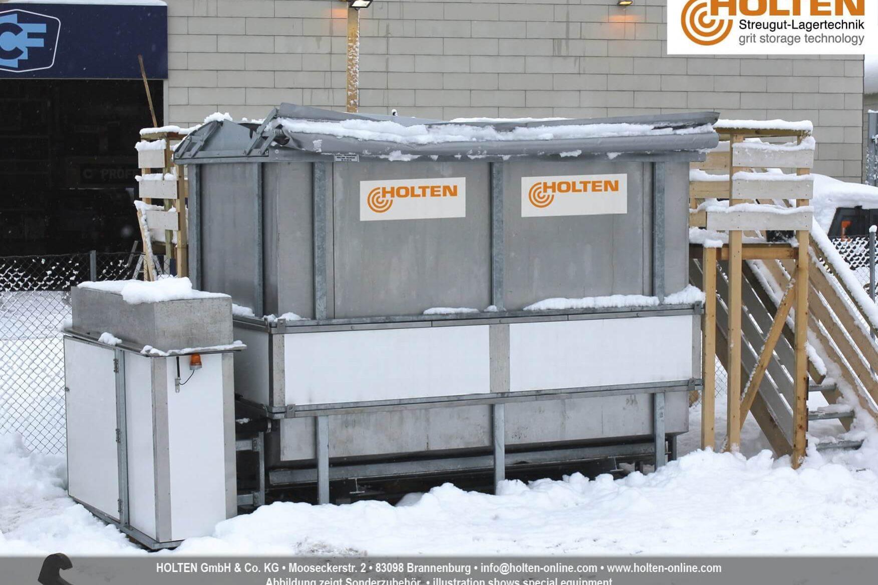 Vollständig aufgebauter Soleerzeuger B6 vor einem Firmengebäude im Winter