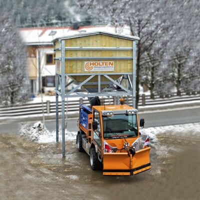 Mobile Silos 3,5 + 5,0 + 10 m³ mit Unimog im Schnee